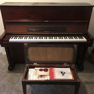 Horugel Mahogony Upright Piano for Sale in Rockville, MD