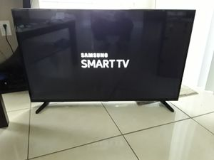 Samsung Smart TV 42 inches for Sale in Miami Gardens, FL