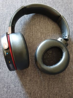 Sony Extra Bass Bluetooth Headphones (One Side Don't Swivel) Works Great 👍👌 for Sale in Burbank, IL