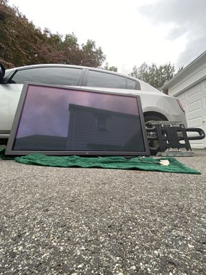 Nec 61' plasma display TV w/ wall mount for Sale in Hartford, CT