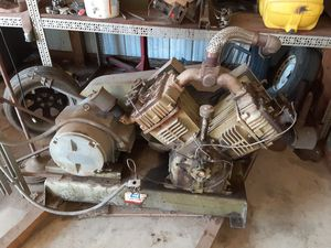 Huge air compressor and 200gal air tank works great for Sale in Tulsa, OK