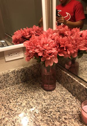 Decorating flowers with vase for Sale in Colorado Springs, CO