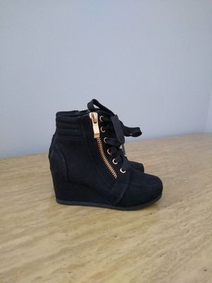 Toddler girl boots for Sale in Douglasville, GA