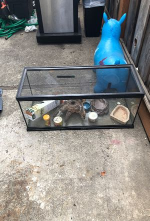Zoo med tank approx. 20 gal. With slide on screen top and few accessories. Great for a baby bearded dragon, small reptiles, and maybe for a fish aqua for Sale in Campbell, CA
