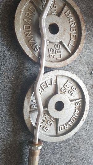 2× 35lbs plates with the ez curl bar for Sale in Houston, TX