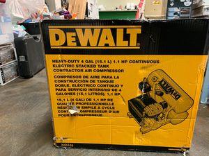 Dewalt D55153 heavy duty 4 gal air compressor for Sale in Lakewood, WA
