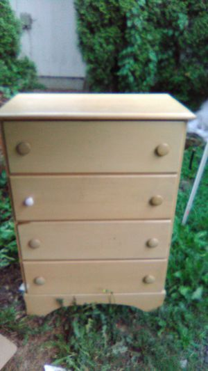 Free dresser and table for Sale in Olympia, WA