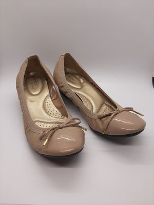 Dexflex comfort size 7 tan flats for Sale in Parma, OH