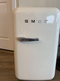 Smeg Mini Refrigerator for Sale in Fairfax,  VA