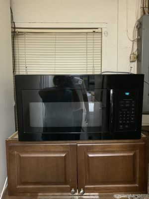 """GE 1.7 cu ft. Microwave w/sensor cooking black color 30"""" in great condition. for Sale in Manassas, VA"""