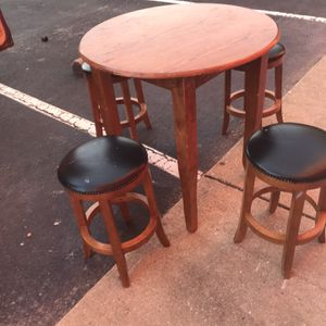 Chill table and stools for Sale in Brentwood, MD