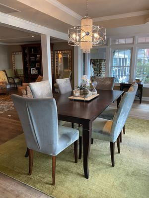 Elegant Dining Room Table with 8 chairs and extra leaf for Sale in Seattle, WA