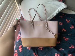 Michael Kors two toned bag— large tote— SERIOUS BUYERS ONLY for Sale in Sacramento, CA
