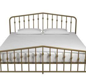 King Size Platform Bed for Sale in Garner,  NC