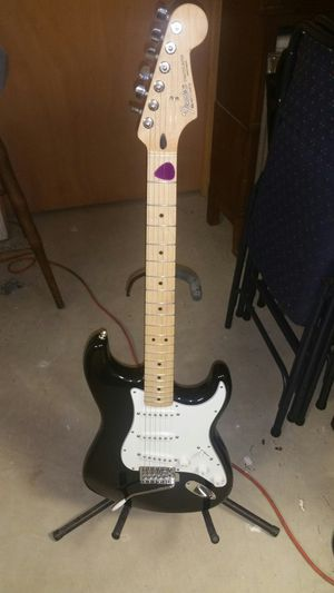 FENDER STRATOCASTER MIMEXICO AN FENDER CHAMPION 30 AMPLIFIER 90WATTS for Sale in Philadelphia, PA