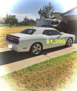🙏🍀$1,2OO🙏🍀 clean inside 🙏2009 Dodge Challenger🍀🙏 for Sale in Miami, FL