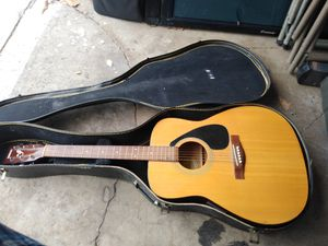 yamaha acoustic guitar fx-310 will case for Sale in Long Beach, CA