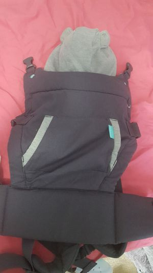Baby carrier for Sale in Chesterfield, MO