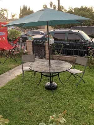Patio set, mesa, sillas, sombrilla y base for Sale in El Monte, CA