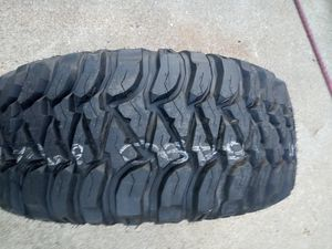 33 x 12.50 R17 LT truck tire Mickey Thompson for Sale in Rising Sun, IN