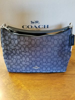 COACH WOMENS HOBO BAG for Sale in Kissimmee, FL