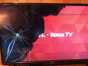 TCL Roku Tv (Cracked) for Sale in Suffolk, VA