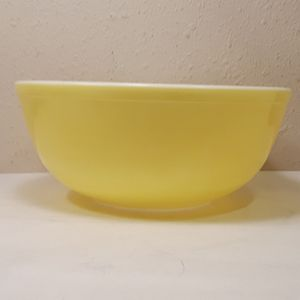 Vintage Pyrex Yellow Nesting Bowl for Sale in Anaheim, CA