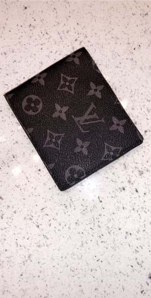"""Authentic Louis Vuitton """"multiple"""" Wallet in black for Sale in Houston, TX"""