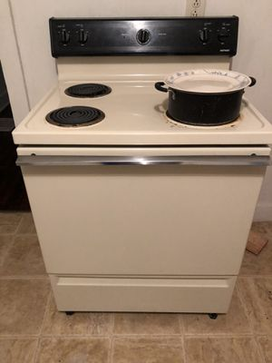 Stove refrigerator and microwave all work great 100.00 for Sale in Hopkinsville, KY