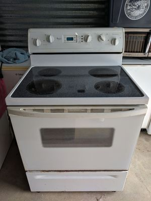 Whirlpool super capacity ceramic top oven for Sale in New Bedford, MA