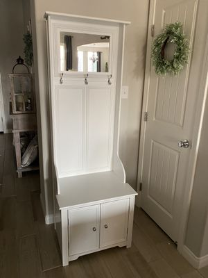 """Hall Tree in white. In good condition! 24""""W x 18""""D x 70""""H $125 for Sale in Bakersfield, CA"""