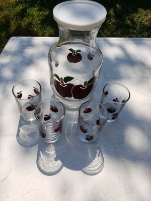 Glass apple decanter and 4 small glass cups for Sale in Mabelvale, AR