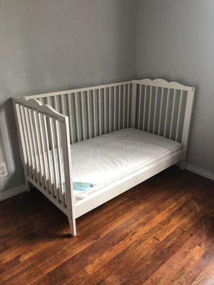 Baby/toddler bed with mattress. for Sale in East Compton, CA