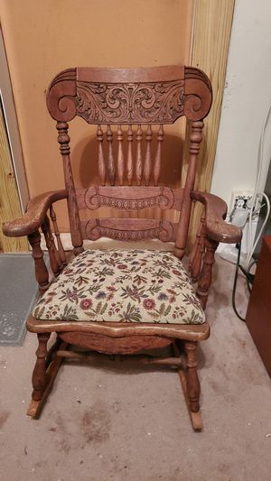 Antique Rocking chair for Sale in Spartanburg, SC