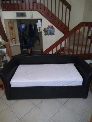 Black Leather Twin Sofa Day Bed With Pull Out Trundle for Sale in Miami, FL