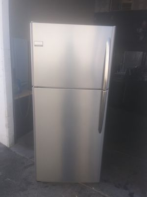 Frigidaire stainless steel top bottom refrigerator for Sale in Hawaiian Gardens, CA