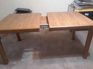Attractive Oak Dinning Room Table. for Sale in Smyrna, TN