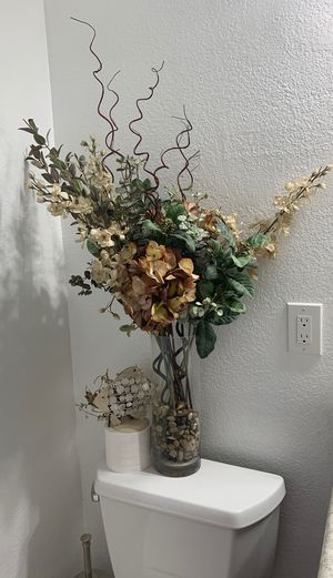 Home decoration vase and flowers for Sale in Beaumont, CA