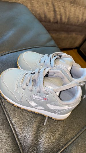 Reebok Classic Leather shoes for Sale in Clermont, FL