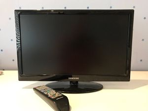 Samsung led 27 inch flat screen for Sale in Mount Rainier, MD