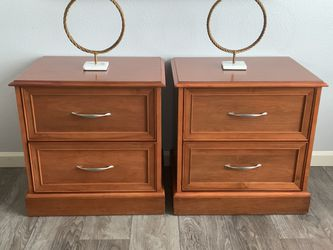 "Set Of Two Solid Wood Nightstand !!! 2- 18"" D 24"" W 24"" H for Sale in Vancouver,  WA"