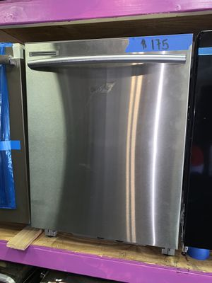 New scratch and dent SAMSUNG stainless steel dishwasher for Sale in Baltimore, MD