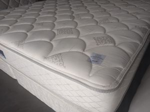 "King mattress Serta Perfect Sleepers 12"" reversible and box spring Serta. Delivery Included at price. for Sale in Orlando, FL"