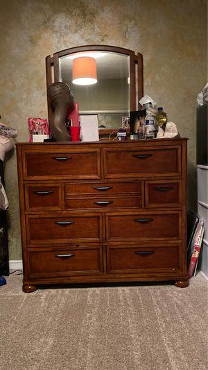 Brown wooden dresser & mirror set 7/10 condition for Sale in UPPR MARLBORO, MD