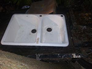 Ceramic kitchen sink for Sale in Miami, FL