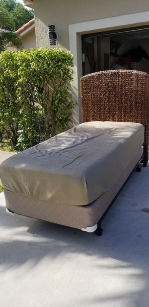 Twin bed Pottery Barn for Sale in Coral Springs, FL