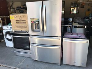 Whirlpool stainless appliances set new for Sale in Sun City, AZ
