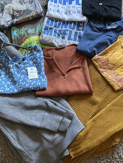 Women's Tops/sweater/hoodie for Sale in Nampa,  ID