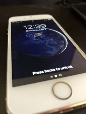 Apple iPhone 5S Gold 16GB CDMA/GSM Fully Unlocked. for Sale in Henderson, KY