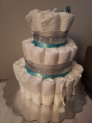 Diaper cake w/newborn diapers for Sale in San Leandro, CA
